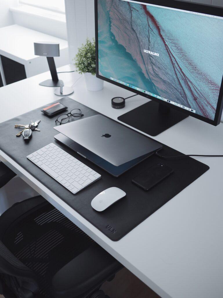 webデザイナーのデスク3